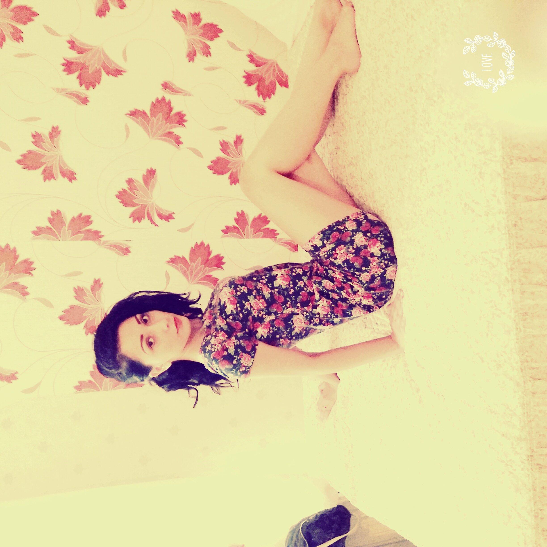 elsa16-sit-on-bed
