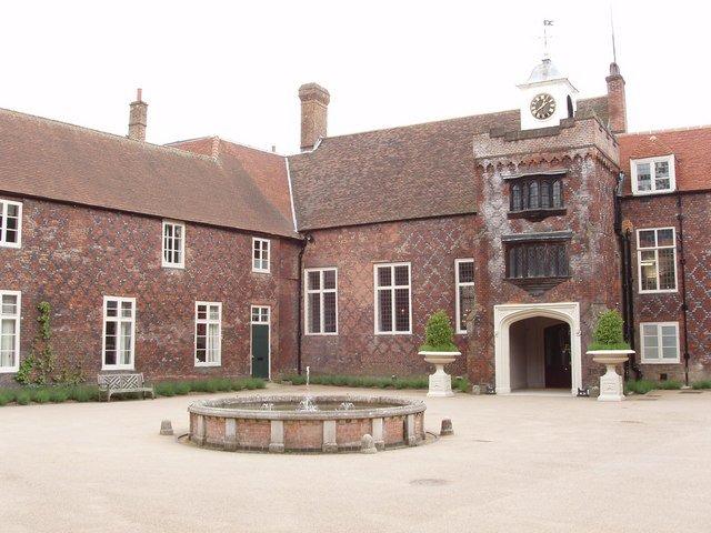 Fulham_Palace_courtyard