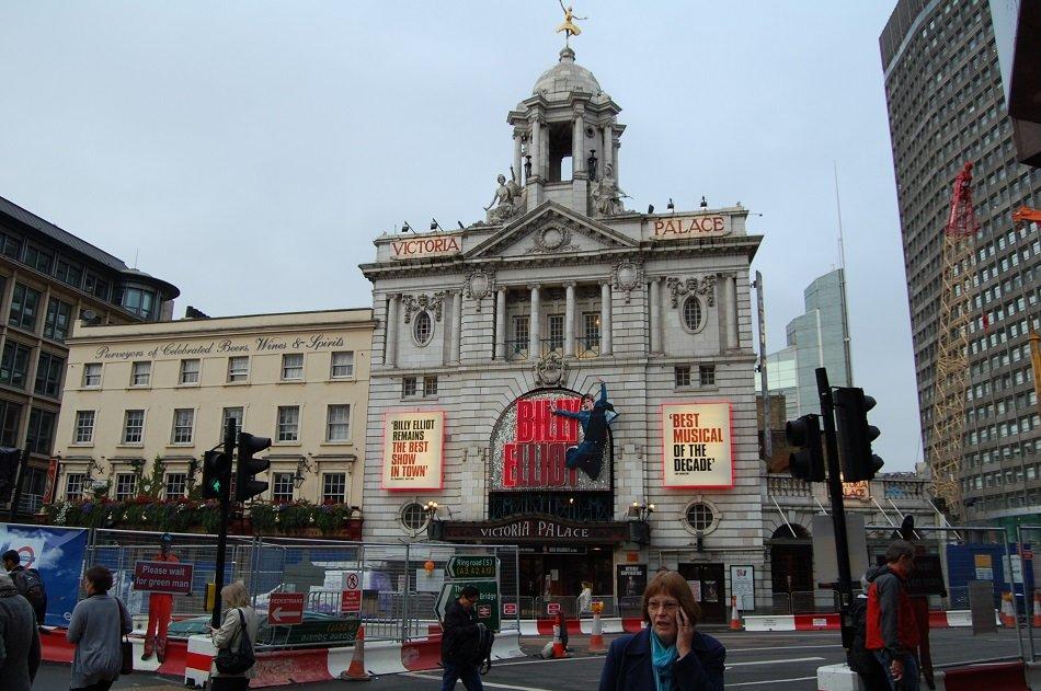 Victoria Palace Theatre12